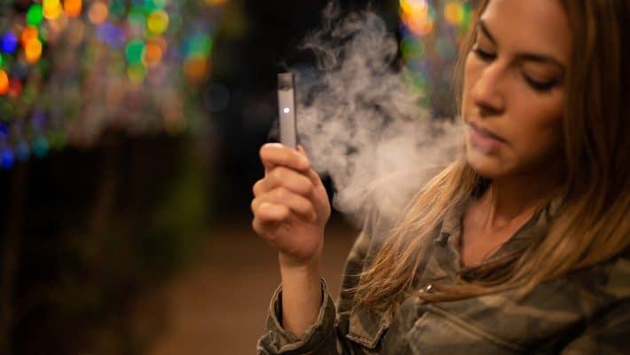 Comment arrêter de fumer grâce à la e-cigarette?
