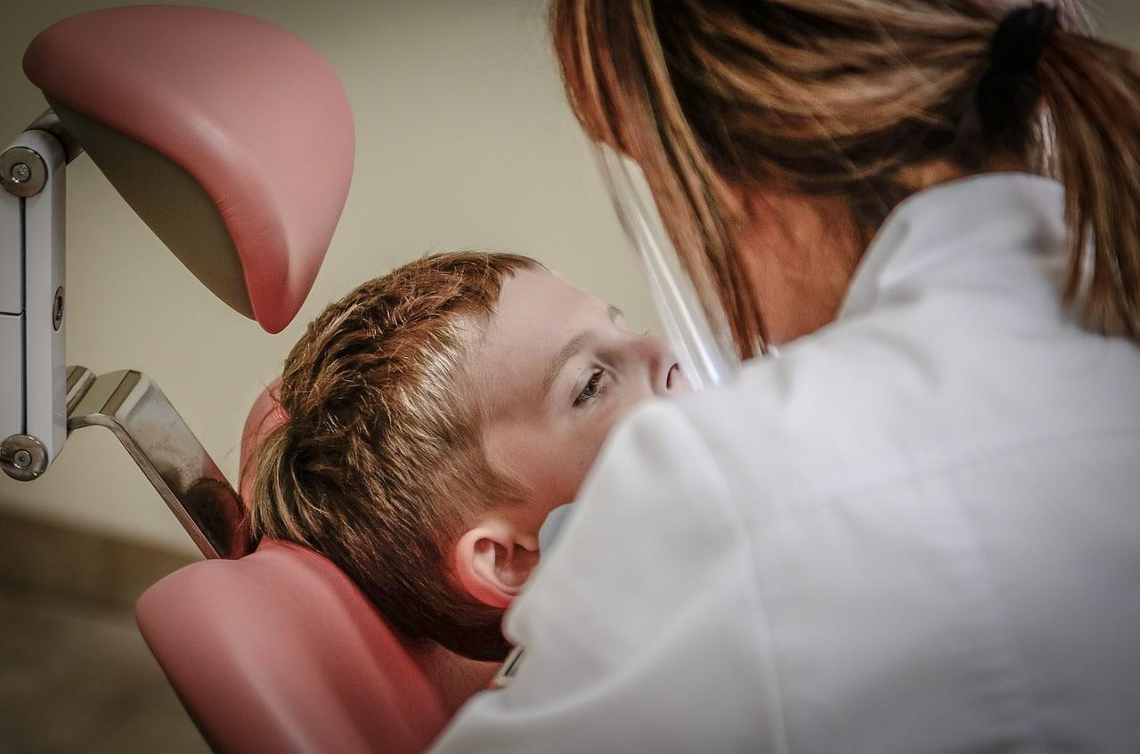 Faut il passer par un dentiste pour voir un orthodontiste?